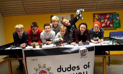 LEGOBYGGERE: «Dudes of Norway» sikret seg sølv for innsatsen med avansert lego i helgens regionfinale i First Lego League». FOTO: TOM MAGNE ARMANN