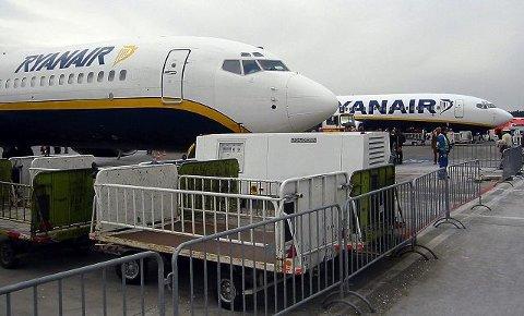 Norsk Flygerforbund vil at myndighetene skal gå Ryanair nærmere etter i sømmene så lenge selskapet har flybaser på norsk jord.