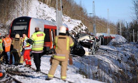 Havarikommisjonen gjorde undersøkelser på ulykkesstedet i går, og arbeidet med å finne svaret på ulykken fortsetter på Sundland i Drammen fredag.