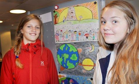 VINNERE: Sofie Riis Langhammer (12) og Ingrid Hauge Fossnes (12) vant tegnekonkurransen blant elevene på Rustad Skole i Ås.