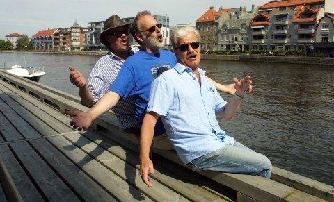 Tore Lia (59), Richard Burgess (57) og Jon Buer (60) synger seg gladere og friskere.