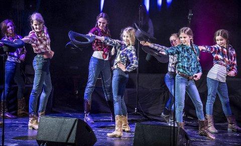 LINEDANCE: Countrymusikk og linedance fra USA var også med.