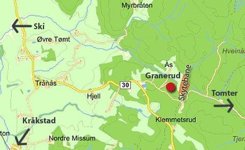 Granerud gård ligger rett ved skytebanen på veien mellom Kråkstad og Tomter.