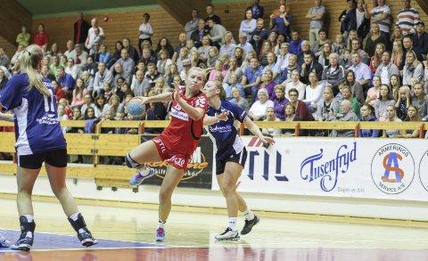 Marthe Diskerud var mestscorende for Follo HK Damer med sine syv fulltreffere. Her fra serieåpningen mot Stabæk 2.