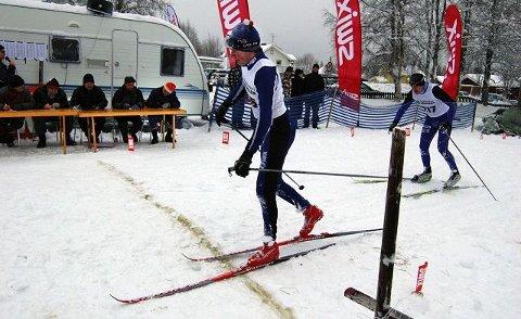 FØRST I MÅL: Tore Stengrundet fra Nordre Trysil sikret seg totalseieren i Trysil Skimaraton, ett sekund foran Bjørn Høiby, Næroset. <I>Foto: Tom Martin Kj. Hartviksen</I>