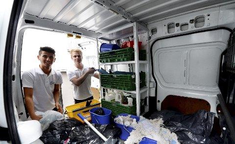 Ghazi Khder (til venstre) og Patrick Solrunarson er 19 år gamle og driver renholdsbyrået Support Service Partner. Bedriften har vokst seg stadig større i Vestfold, og nå vil guttene utvide med Telemark og Buskerud.