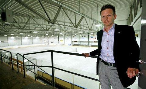 Til tross for mange andre lederverv har Tage Pettersen tatt på seg ledervervet i ishockeyklubben IL Kråkene. Og han gleder seg til å ta fatt på utfordringen.