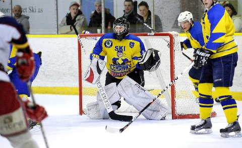 Mats Grande og Ski Icehawks tapte 2-8 mot Prinsdal i sesongåpningen.