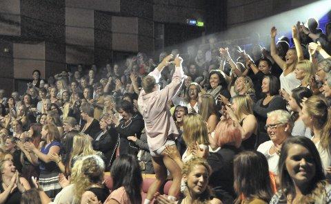 HØY PARTYFAKTOR: Gutta var stadig ute i salen til publikums(damenes) høylytte glede. Alle foto: Tore Kristiansen