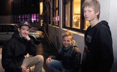 """ANNERLEDES ENN HJEMME: Guttene sier det er mer """"heavy"""" musikk på Kjeller'n Rock enn hva de er vant til hjemme i Danmark. FOTO: TRUDE FURULY"""