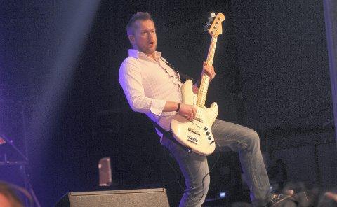 MR. BASSMAN: Bassist i Ski Rockteater, Odd Inge Rand, gleder seg til å dele scene med Arild Hagen i Rådhusteatret.  FOTO: HENRIK AASBØ