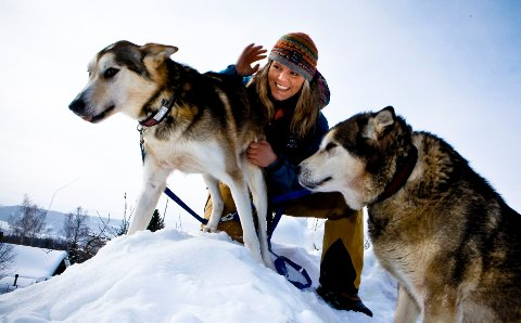 – Mange kjøper hund med et ønske om å ha noen å dulle med. Men en hund fortjener å bli brukt, og alle hunder kan brukes til tur, mener hundebokforfatter Nina Skramstad