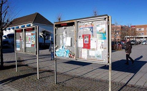 Plakatsøylen og loddboden i Gågata er revet. Nå står også kinostativet for fall. Det vil komme nytt plakatoppheng i området før jul. FOTO: OLE ENDRESEN