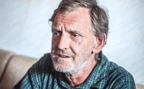 Vestby-mannen er sint på Vestby kommune som han beskylder for å ta loven i egne hender. Pasient- og ombudsmannen i Akershus forstår Tommy Catlover og mener han har bedre forståelse av loven enn hva kommunen har.