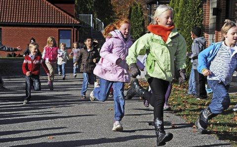 Ivrige: Det sto slett ikke på innsatsen da elevene fra den private Children's International School løp for å hjelpe kreftrammede i går. Alle hadde sponsorer, og pengene går uavkortet til saken. Begge foto: Geir A. Carlsson
