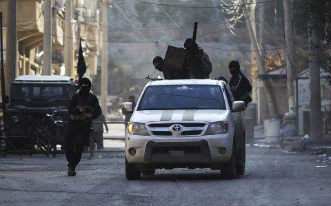 Opprørsgruppe: Politiet mener den siktede  har kjempet sammen med opprørsgruppen Nusrafronten, som er definert som en terrorgruppe av FN. Her er medlemmer fotografert i Syria tidligere denne måneden. Foto: Reuters/scanpix