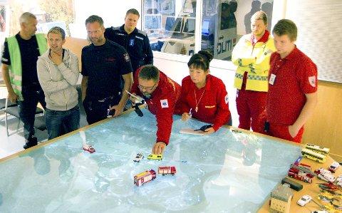 Øvelse: Politi, brannvesen, ambulansetjenesten og Sivilforsvaret øver på et fiktivt scenario hvor en amoniakktank i Hvarnes har en lekkasje. Foto: Tonje E Skjørtvedt