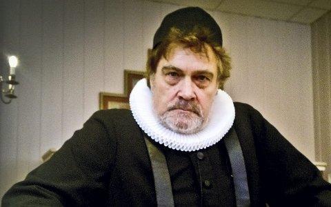 ABRAHAM PIHL: Skuespiller Ragnar Dyresen gir liv til prost Abraham Pihl på prekestolen.Foto: Hilde Berit Evensen
