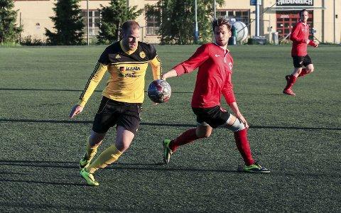 SCORET: Henrik Selnes scoret mot Høybråten/Stovner. Oppegård vant 3-1, men havnet likevel under nedrykksstreken. FOTO: ARKIV