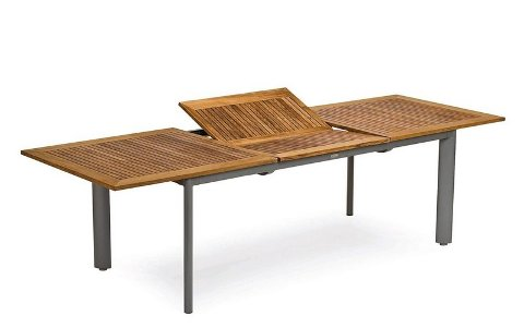 SPIS UTE: Romslige spisebord med utvidelsesmuligheter gjør sommerlivet lett på terrassen. Her et eksempel fra Plantasjen.