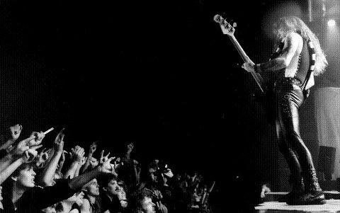 Se de buksene, naglene og håret og tenk på hvor herlig rocken var på 80-tallet. 11 år med gigantiske konserter ble imidlertid avsluttet med et band som egentlig passet veldig bra i Drammen: Iron Maiden.