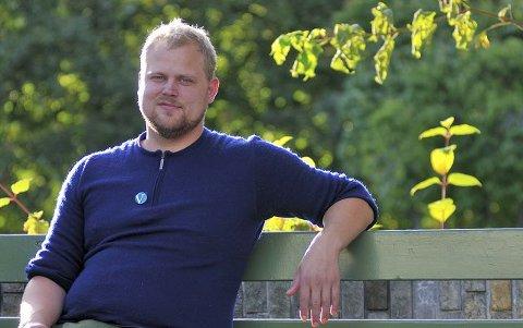 Nei: Kommunestyrerepresentant Bjørn Flo Knudsen (V) har lite til overs for Kongsbergs kommunes planer om å bli røykfri. Foto: Audun Hasvik