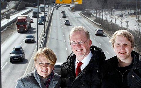 FORNØYDE: Ap-kandidatene Marianne Aasen, Are Helseth og Aasmund Aukrust gleder seg over at ny E18 har fått gjennomslag i NTP.