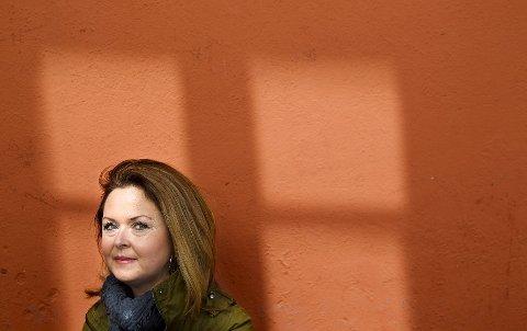 Setningsskade: – Det handler om kjærligheten, døden og garasjebygging, sier Lajla E. Lorentzen om sin prisvinnende roman «Setningsskade». Boken kommer på Margbok forlag til høsten. FOTO: BJØRN V. SANDNESS