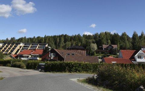 Ingen åpning: Ski kommune ønsker ikke at det skal legges til rette for nye boliger bak blokkene på Ramstadfeltet i denne omgang. Ptosessen må vente til det skal lages ny kommuneplan.