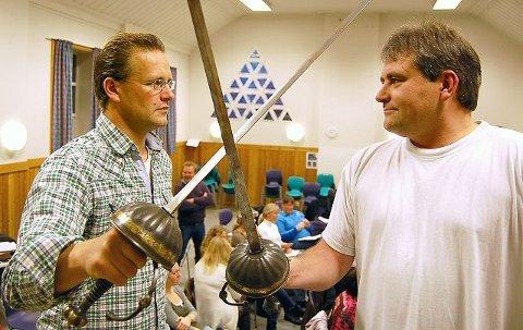 Rune Solberg (t.v.) og Sverre Kvalnes er to av aktørene i Scenario som forbereder seg til norgespremière på «De tre musketerer» i 2012. Lørdag 16. oktober har Scenario audition for andre sanginteresserte som ønsker å være med på musikalen.