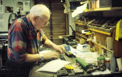 aksidenstrykkeriet: Etter salget av Amta i 1979 fortsatte Kjell Brage Hansen driften av aksidenstrykkeriet med både offset og boktrykk frem til driften opphørte på begynnelsen av 2000-tallet.  FOTO: JAN KÅRE ØIEN