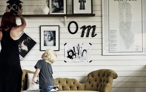 Med en hylle kan man la bildene og andre gjenstander gli over i hverandre.