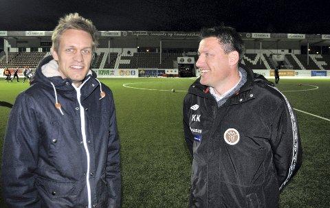 Mads Hansen tilbake til Mjøndalen. Her på Mjøndalen stadion med sportssjef Kenneth Karlsen.