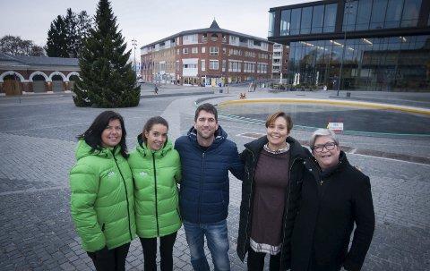 JUL: Hilde Pram Sveum og Heidi Haakensveen (Eika), Thomas Mølstad (Hamar-regionen Reiseliv), Anne Midtveit og Berit Andersen (Hamar kommune). Foto: Jo E. Brenden