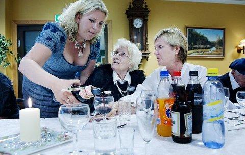 Det var Fremskrittspartiet og Anita Vik som tok initiativet til å innføre Lotte-modellen ved to av Fredrikstads sykehjem. Det har blitt en suksess og både ansatte og de eldre er fornøyde.