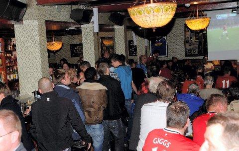 Det ble bråk mellom supportere på utestedet James Clark på brygga i Sandefjord mandag kveld.