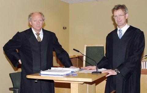 Drammen kommunes advokat Mathys Truyen (t.h.) vil trolig anke dommen i Drammen tingrett. Her sammen med Isachsen Entreprenørs advokat Ola J. Strømsmoen under rettssaken.