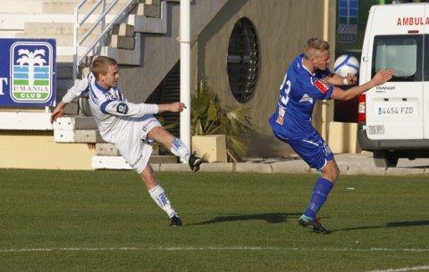 Joakim Våge Nilsen i kampen mot Ranheim på La Manga. Våge Nilsen slo frisparket som førte til 0-1 ved Vegard Skjerve.