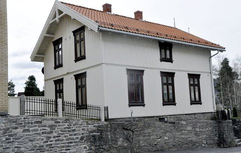 2008: Odd Arild Bakka, Borgar Løberg og Dag Merde fikk prisen for bevaring og istandsetting av det såkalte Ole Bergs Hus i Notodden, Storgata 47.