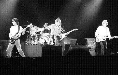 1981: Populære Dire Straits med Mark Knopfler i spissen gjestet Drammenshallen. FOTO: DT-ARKIV