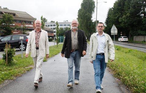 VIL VOKSE: Nå er tiden endelig kommet til Nesbru, håper Erik Toftenes (fra venstre) i grunneierselskapet Eiffel Eiendom, sammen med arkitektene Øivind Lunde og Guiseppe Basso i Boxs Arkitektstudio. FOTO: ANETTE ANDRESEN
