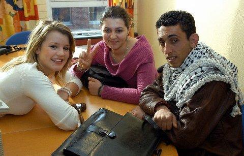 <b>SAMMEN.</b> I går møttes de på AUF-kontoret i Folkets Hus i Drammen, f.v. Drammen AUFs leder Julie Schønemann, Haya Al-Farra fra Gazastripen og Ziad Za'arir Hebron. FOTO: REIDAR HALDEN