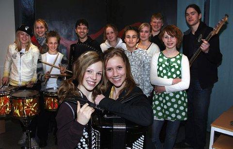 (TREKKSPILL 2)  Med godt rekrutteringsgrunnlag kan Moss Spellemannskompani fryde seg over ungdommene som har tatt stafettpinnen og viderefører tradisjonen med trekkspill, fele og god gammeldanstradisjon.