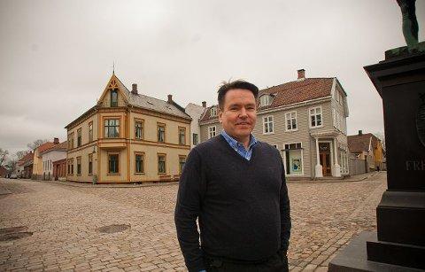 Mer innhold. Gamlebyens vakre torg må fylles med opplevelsesrikt innhold. Ifølge Per-Arne Tuftin, reiselivsdirektør i Innovasjon Norge, vil dagens turister være deltagere, ikke observatører. Foto: Ylva Seiff Berge