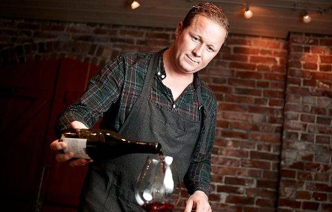 Knut-Espen Misje underviser vinkelnere ved Kulinarisk Akademi, og holder også vinkurs for folk flest.