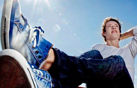 Lette tøysko er en av vårens skotrender. Diesel har laget disse skoene i dongeristoff. Prisen er 999 kroner hos Utro i Oslo.