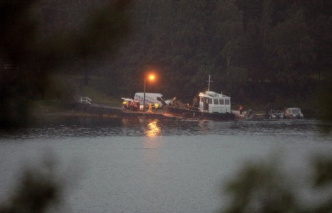 Politet ankom Utøya rett etter dette bildet ble tatt av drapsmannen fredag 22. juli. Anders Behring Breivik skal ha ringt politiet da han skjønte at han kom til å bli tatt.  FOTO: SCANPIX