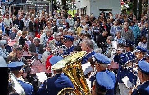 Krapfoss Hornorkester er ett av mange underholdningsinnslag langs Christian Frederik-løypa. Men Håkon Sæther ønsker seg to til. - Det er to steder i løypa hvor løperne helt klart trenger oppmuntring, mener han.