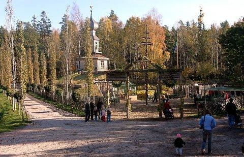 POPULÆRT: Ramme Gaard er blitt et populært utfluktsmål. I går var det høsttakkefest i Hvitsten.