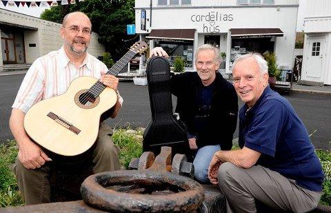 Lørdag holder duoen Gregory Newton (til venstre) og David Grimes konsert på Cordelias Hus. Deres norske venn Gisle Krogseth (i midten) er oppvarmer. Foto: Olaf Akselsen